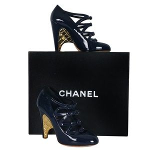 CHANEL NAVY PATENT LEATHER MARY JANE GOLD HEELS